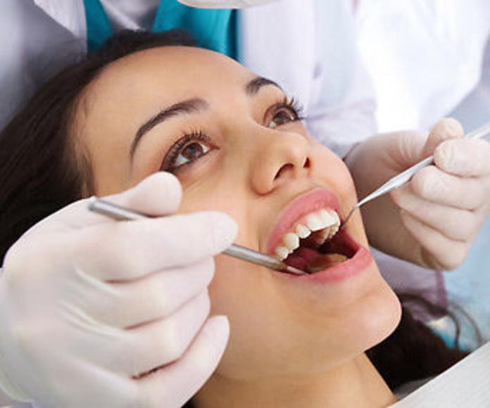 Periodoncia: Tratamientos de Clínica Dental Presencia