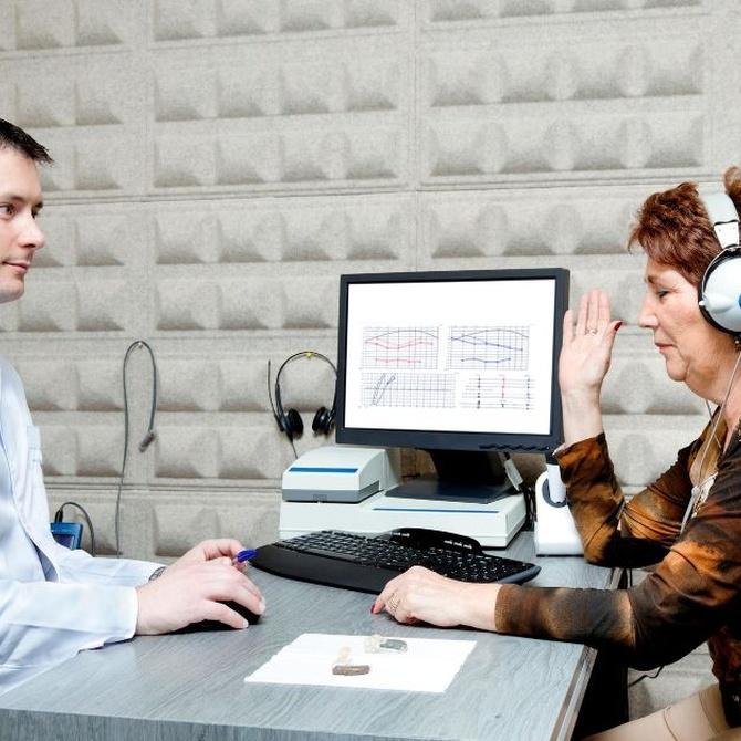 ¿Cómo convencer a nuestros mayores de la utilización de audífonos?