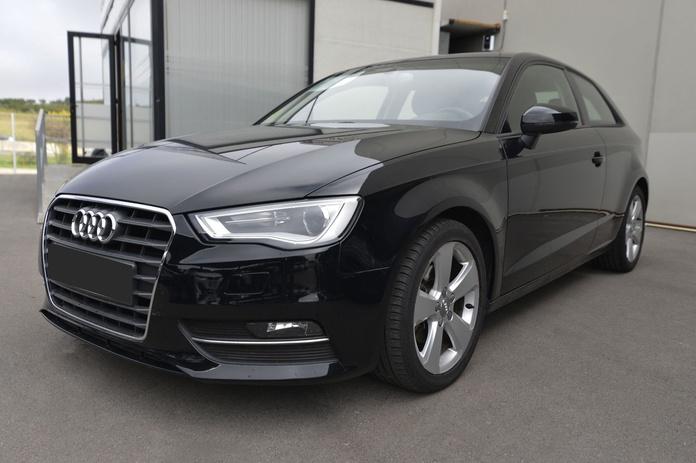 Audi A3 1.6 TDI Ambition Ed. Especial: Servicios de AutoSantpedor, S.L.