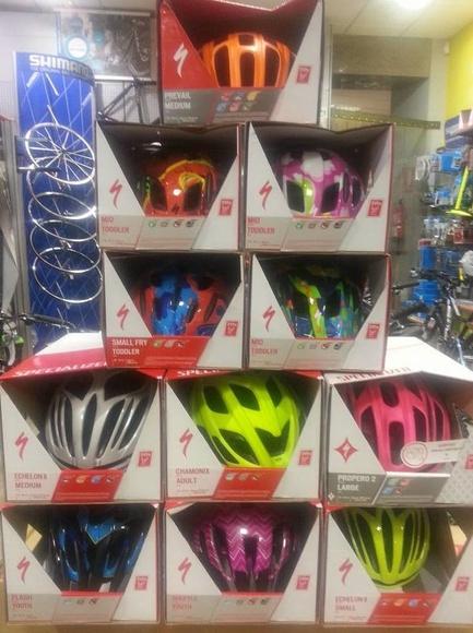 Otra gran idea para regalar, para los más peques, para él, para ella,........, ¡¡¡cascos!!! protéget