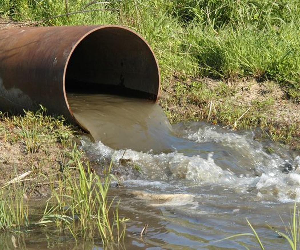 Los peligros al manejar las aguas residuales