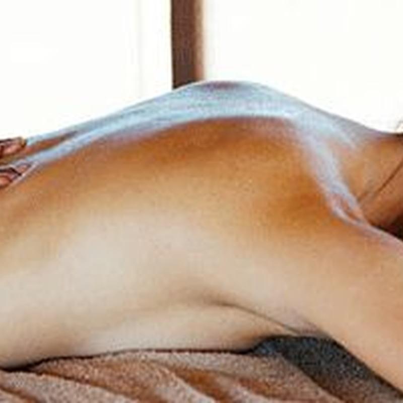 Masaje completo (espalda, hombros, pecho, piernas): MASAJES de Fisioterapia Carlos Pérez