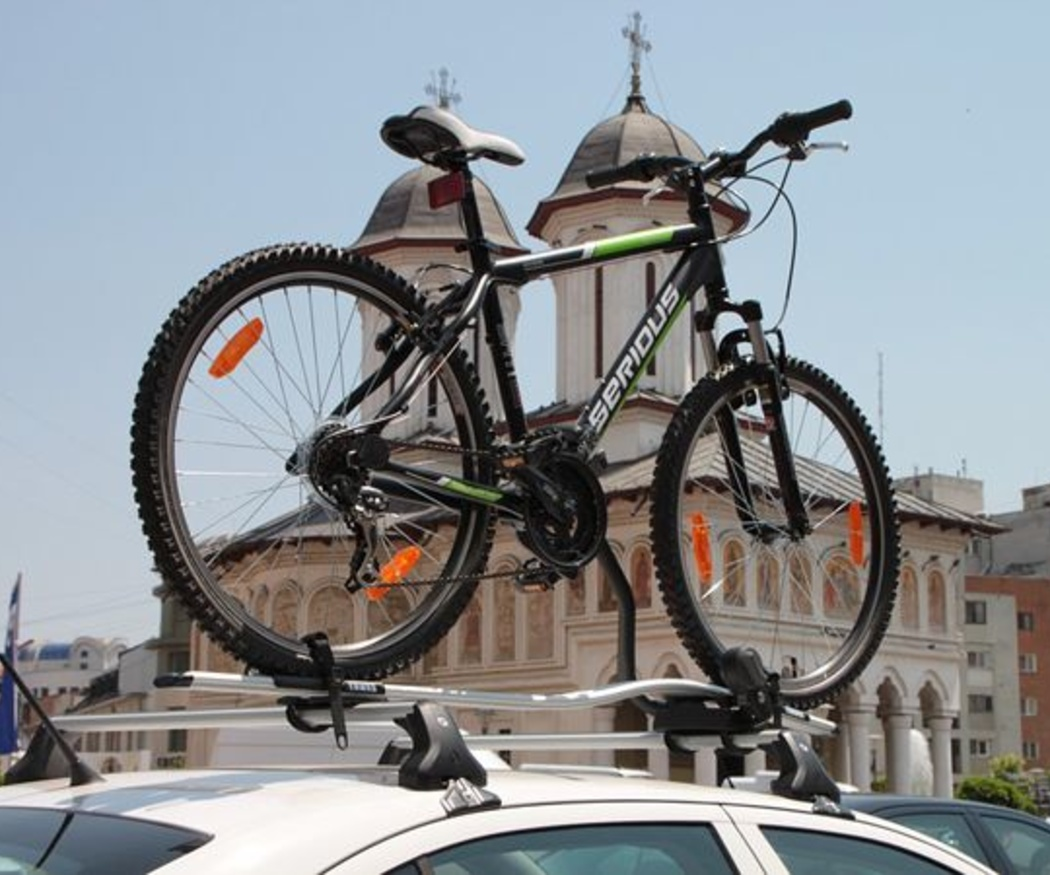 Diferentes formas de transportar las bicis en el coche