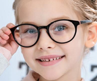 ¡ La vuelta al cole! Uso de gafas en los niños.