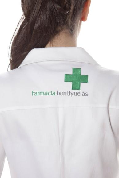 Bata farmacia con cruz en mangas: Uniformes de Uniwey