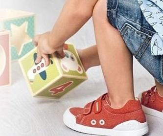 Luca Bynn: Calzado infantil  de PETIT COCÓ