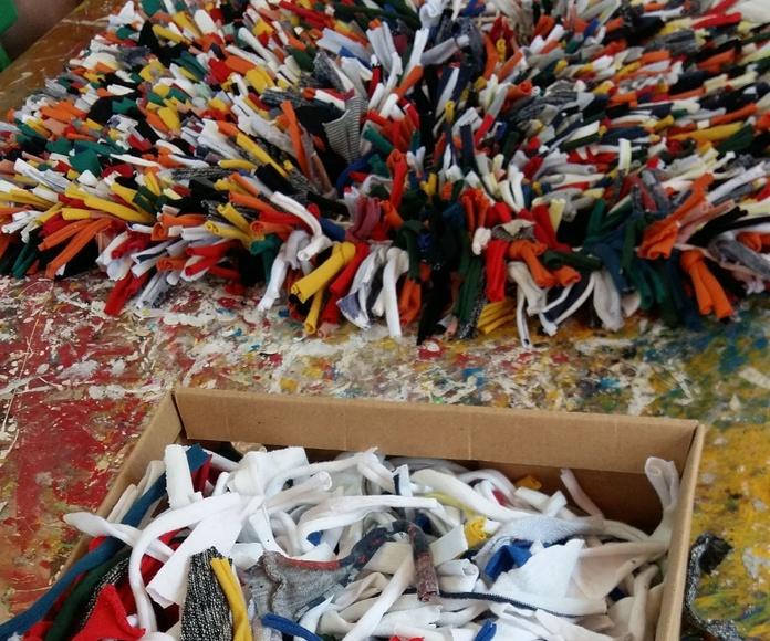 taller de elaboración de alfombras de Trapillo: Proyectos y Servicios de Asociación Domitila