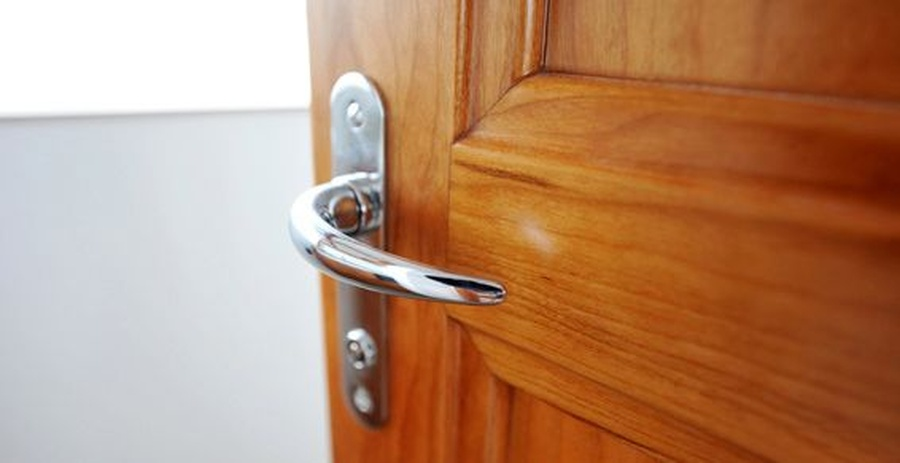 Cómo mantener limpiar las puertas de madera