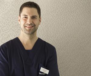 Dr. Albert Calaf Cot - Implantología y Cirugía Oral - Col. 3873