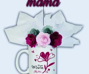 Taza para el día de la madre decorada con flores de papel
