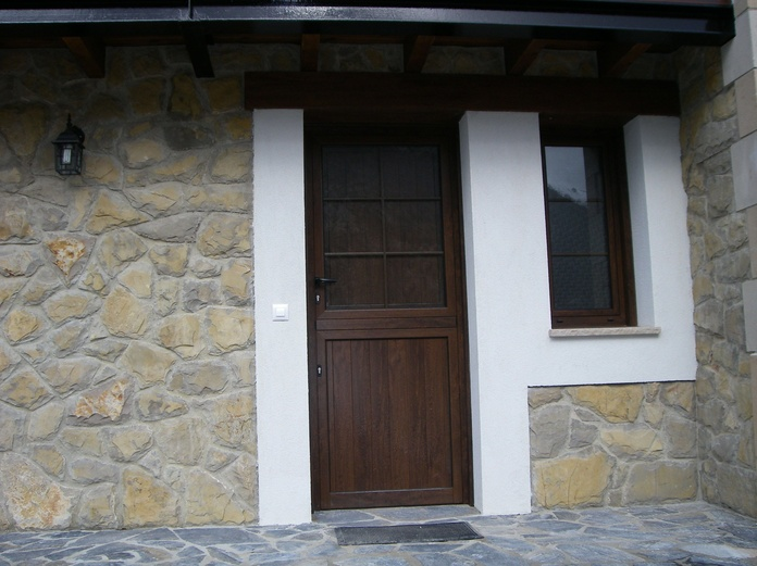 Puerta vivienda unifamiliar