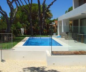 ¿Estás pensando en una piscina para tu jardín?