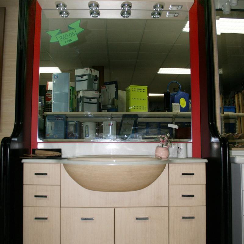 Mueble baño con espejo y apliques