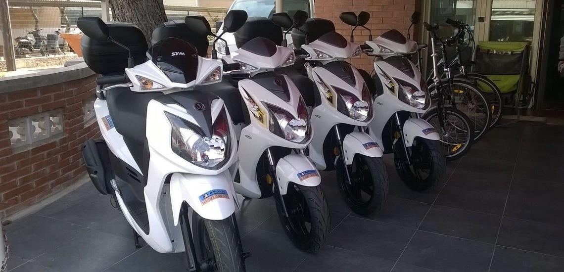 Alquiler de motos en Cambrils permisos necesarios