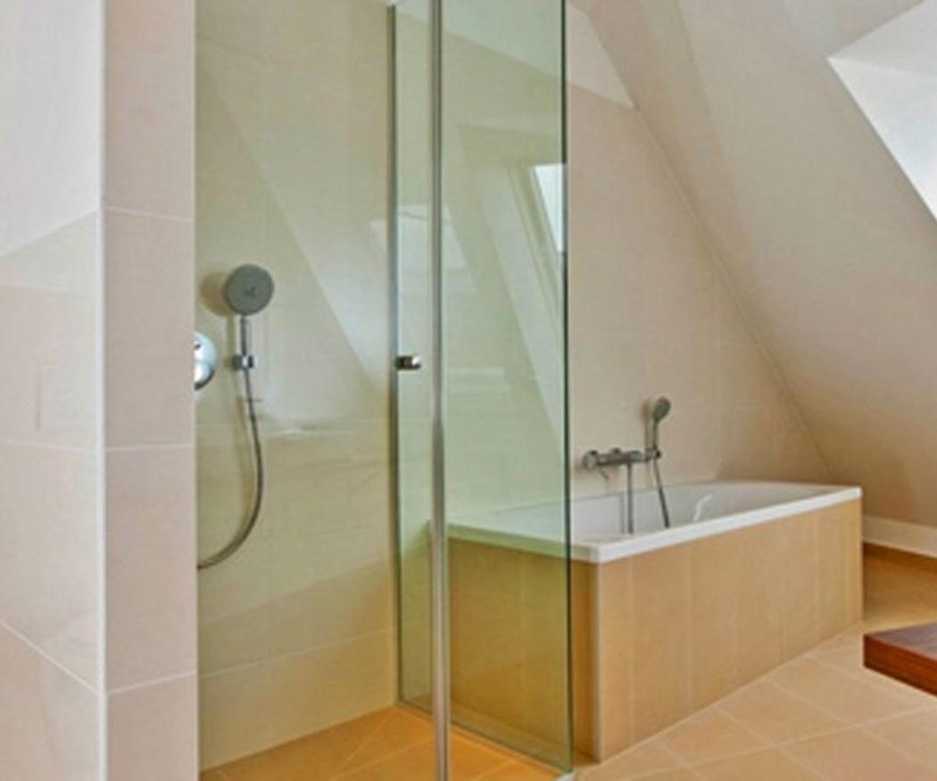 Trucos para limpiar bien las mamparas de baño