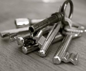Qué hacer si se te caen las llaves por el ascensor