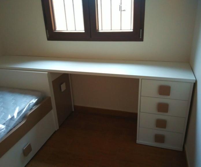 Mesa de estudio, dormitorio juvenil.
