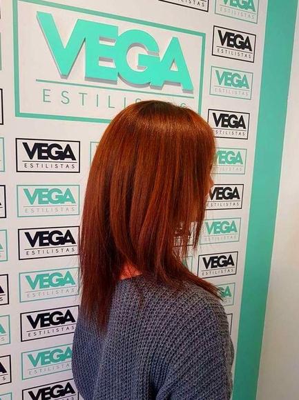 Color: Servicios de Vega Estilistas by Sandra y Maika