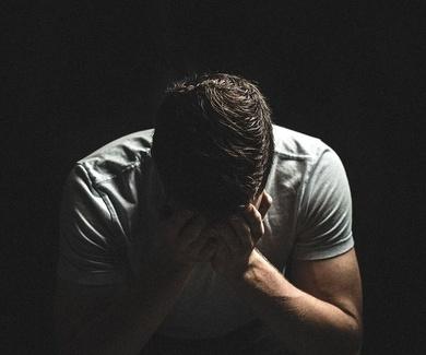 Ataques de ansiedad o de pánico. Cómo detectar los síntomas y ayudar a la persona que los sufre