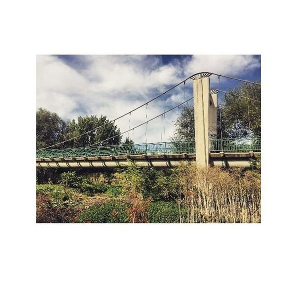 Gateo de una pasarela peatonal y de servicios para afianzar apoyos de neopreno ripados