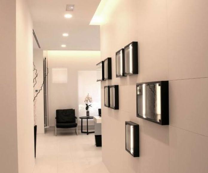 Iluminación indirecta encuentro pared y techo y productos
