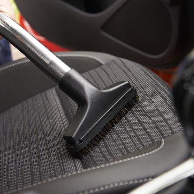 Trucos para limpiar la tapicería de tu coche