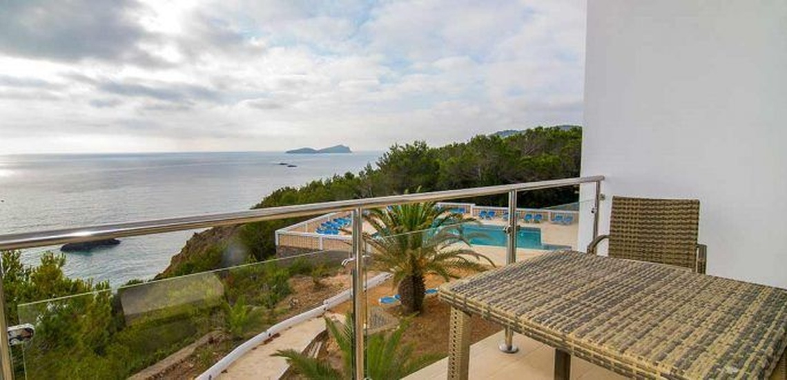Complejo de vacaciones en Ibiza o el alojamiento con todos los servicios