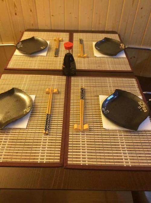 Mesa preparada para servir