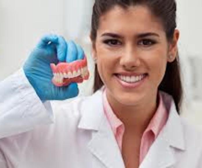 Protesis removibles: Servicios de Clínica Dental Box Serrano