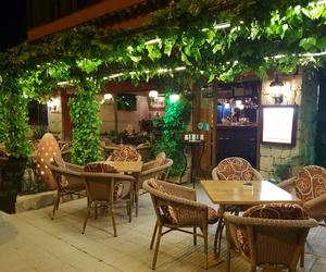 Restaurante con terraza y barbacoa