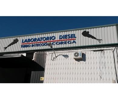 Taller especializado en el diagnostico y solución de averías y desmontaje y montaje de piezas en el vehículo