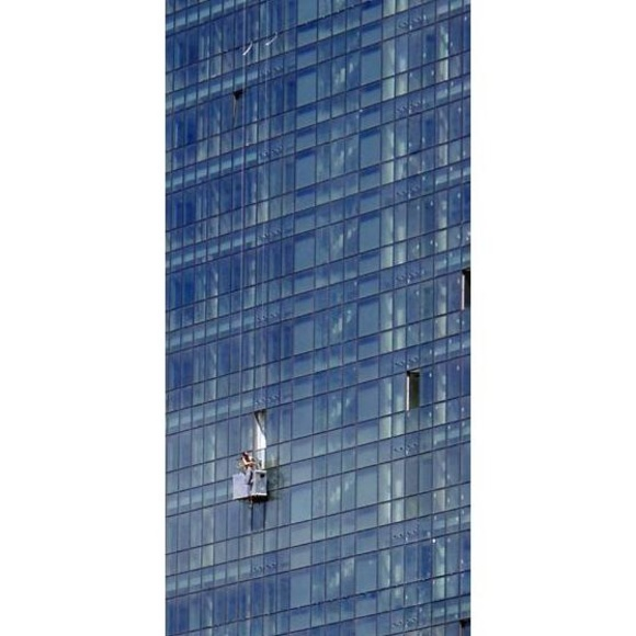 Limpieza de cristales y fachadas : Servicios  de Alpe Serveis i Neteges