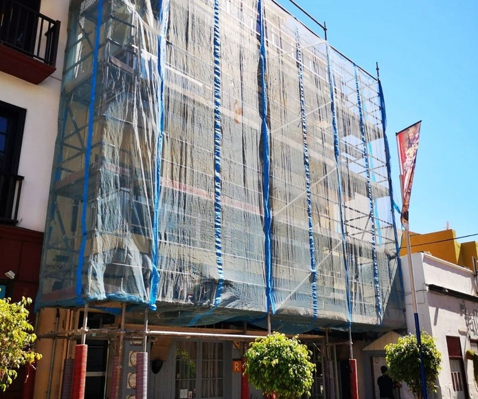 Montaje de andamios en fachada