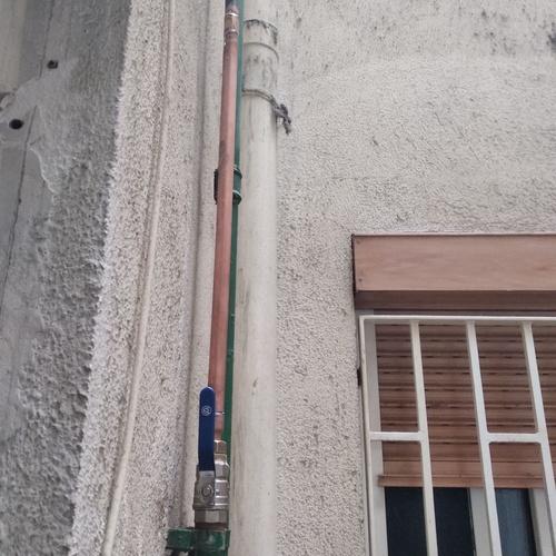 Sustitución de llave de paso general de vivienda trabajo vertical.