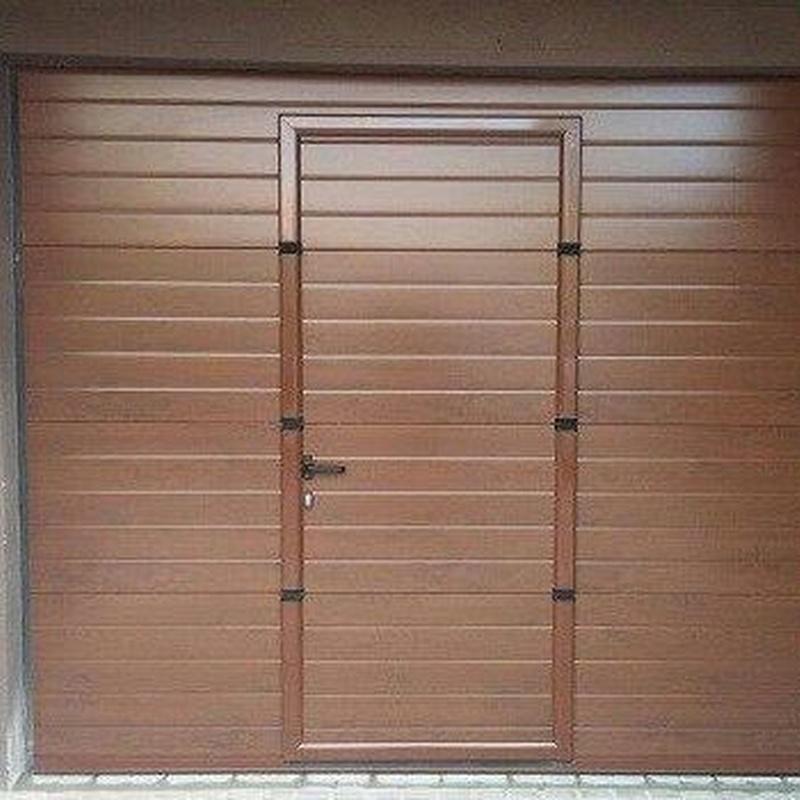 Puertas de garaje seccionales: Productos y Servicios de Luvematic