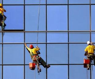 Limpieza de fachadas acristaladas