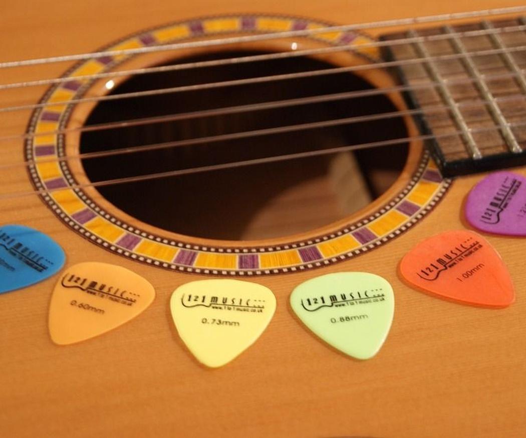 La púa de la guitarra: algo más que un accesorio