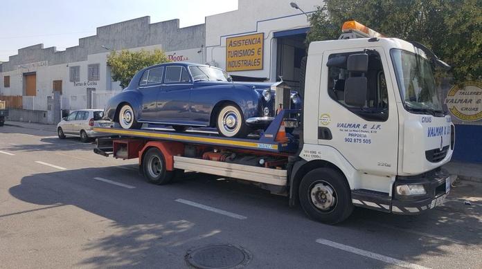 Grúas para vehículos : Servicios  de Valmar& JF Asistencia y Talleres