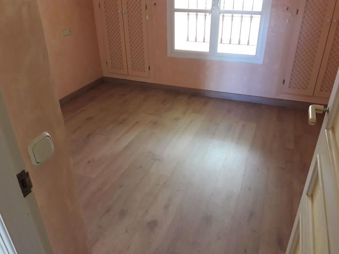 Instalación de Suelo Laminado AC5, Benalmádena, Málaga. Instalador de suelos laminados y tarimas en  Málaga. Instaladordetarima.com