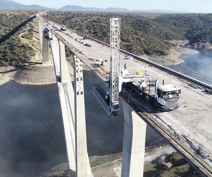 TRUCK PLATFORM ZUT WORKS IN NEGATIVE BRIDGE AVE UTE CAÑAVERAL