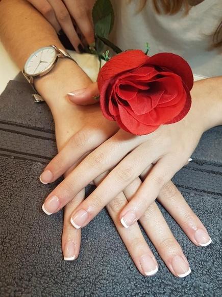 Manicura: Tratamientos de Estetic and Nails by Eslava