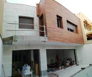 Fase constructiva de la fachada posterior al patio interior, en una vivienda de nueva Planta