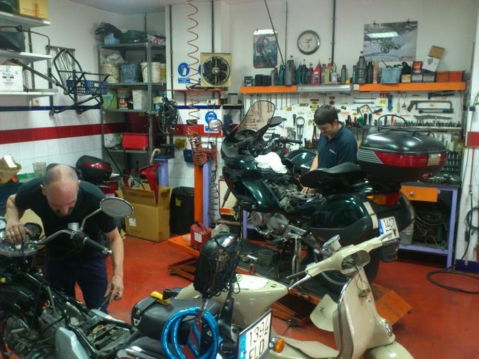Chapa y pintura: Productos y servicios de Arcas Motos y Bicis
