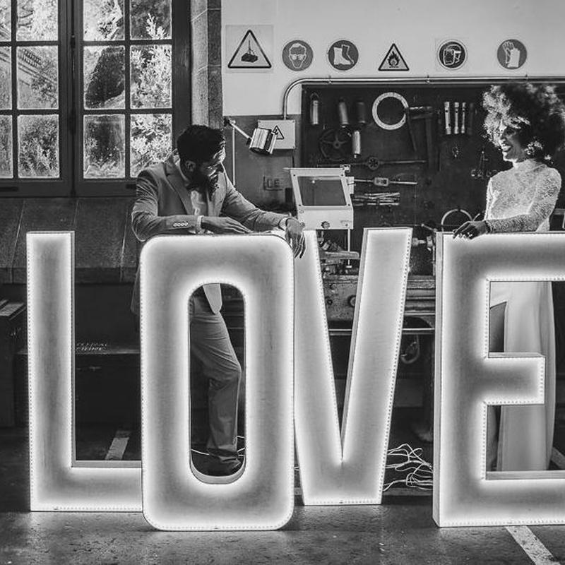 Composición LOVE luz led: Decoración de eventos de DeMadera Chic