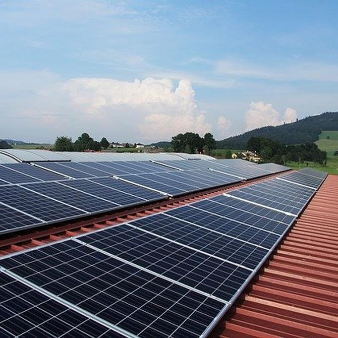 ¿Qué mantenimiento requieren las placas solares?
