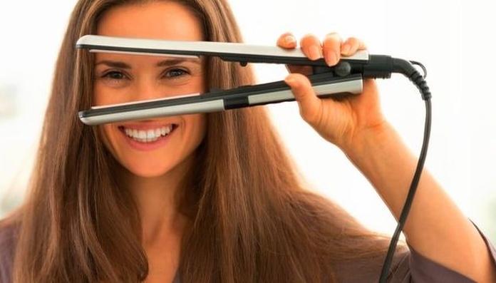 4 consejos para planchar tu pelo sin que sufra