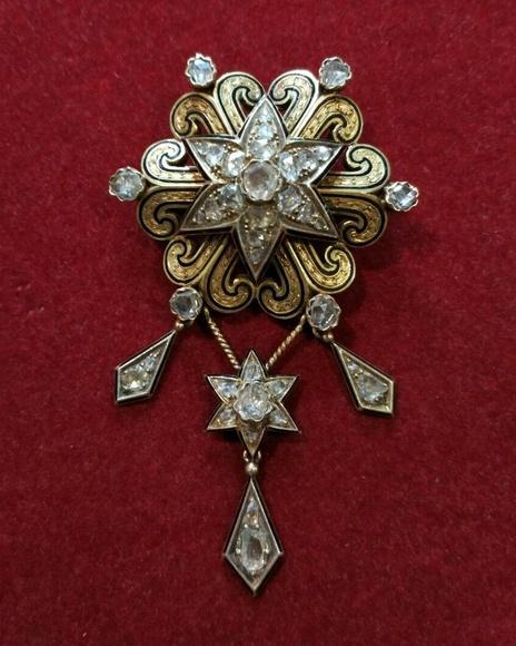 Broche Alfonsino en oro de 18k, esmalte y diamantes. S. XIX.: Catálogo de Antigua Joyeros