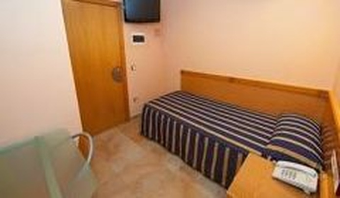 Habitación individual: servicios de Hostal Viky