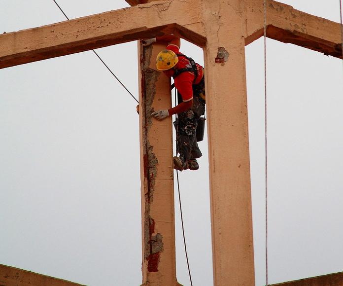 Reparación y mantenimiento de estruccturas de hormigón con trabajos verticales.