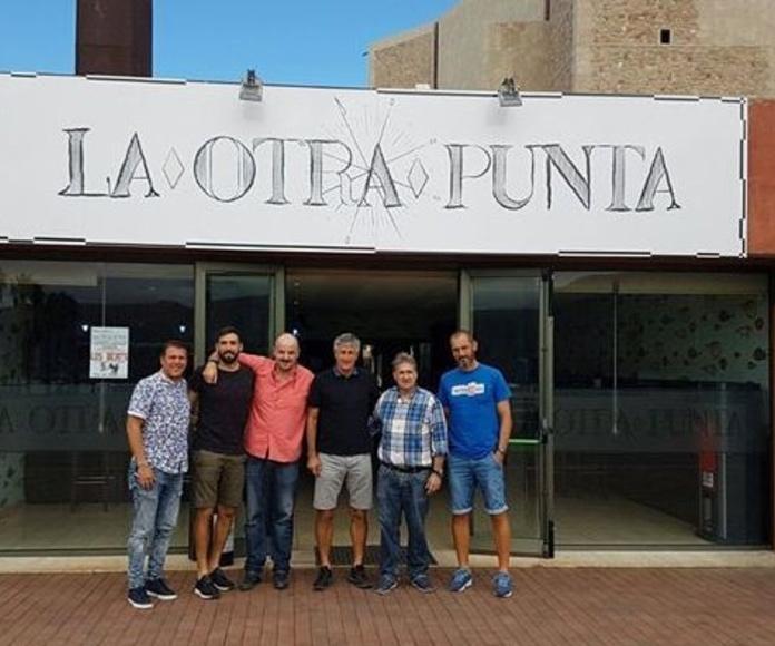 El entrenador de la Unión Deportiva Las Palmas,Quique Seitén,y su equipo nos visitaron